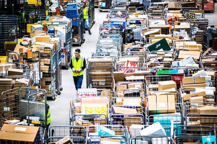 Het sorteercentrum van PostNL in Dordrecht.