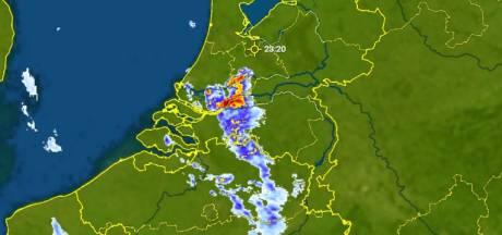 Regenbuien trekken over Brabant, her en der klap onweer te horen