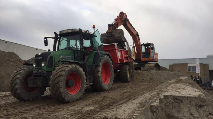 In Apeldoorn is op tweede paasdag een groene tractor gestolen.