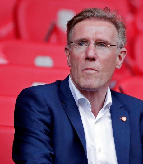 Ook Hans van Breukelen helpt PSV: 'Deze situatie kunnen we alleen samen overwinnen'