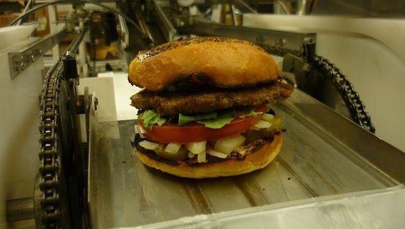 Een hamburger zoals hij door de robot wordt gemaakt.