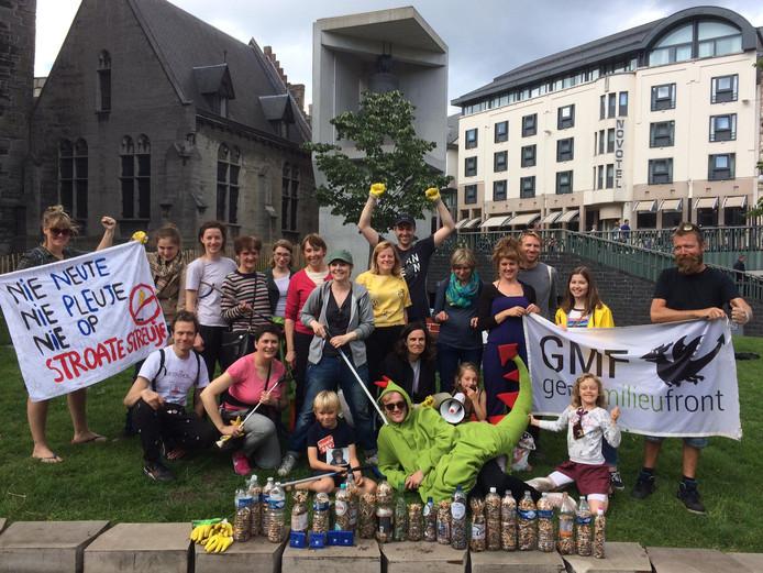 De vrijwilligers van GMF verzamelden bij benadering 16.800 peuken.