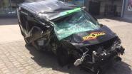 Bestelwagen crasht op E34