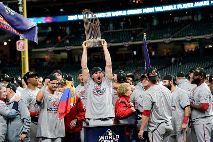 Met het winnen van de World Series zette Nationals-clubicoon Ryan Zimmerman (m) vorig jaar de kroon op zijn carrière.