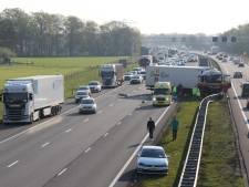Ravage op A1 bij Holten na kop-staartbotsing tussen twee vrachtwagens