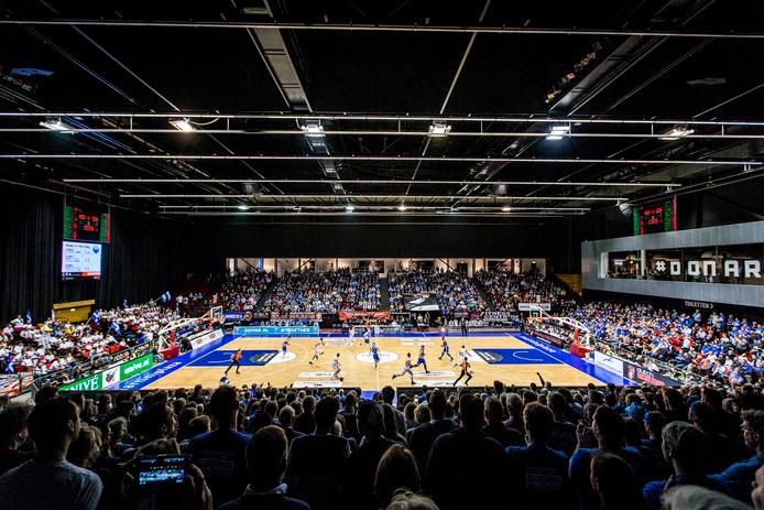 MartiniPlaza in Groningen is ook vanavond weer uitverkocht, als de basketballers van Donar het in de kwartfinale van de Europe Cup opnemen tegen Mornar Bar.