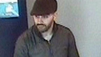 Politie zoekt deze dief die bankkaart stal van 83-jarige man en er 7.000 euro mee afhaalde