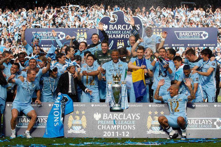 In 2012 werd Vincent Kompany (midden), dankzij het doelpuntensaldo, met Manchester City kampioen.