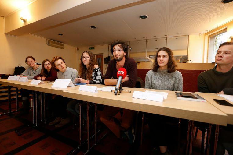 Op de foto ziet u onder meer Dries Cornelissens (Youth for Climate), Mathilde Thoreau (Students for Climate), Bakou Mertens (Students for Climate), Louise Vanden Abeele en Wies Descheemaecker (Workers for Climate). Ook de Teachers for Climate waren present.