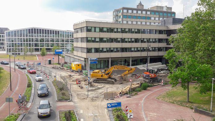 Werk aan de riolering op de hoek van de Oranjewachtstraat en de Eusebiusbinnensingel in Arnhem.