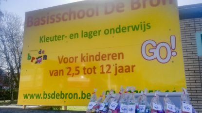 Basisschool De Bron deelt geschenkjes uit aan rusthuisbewoners