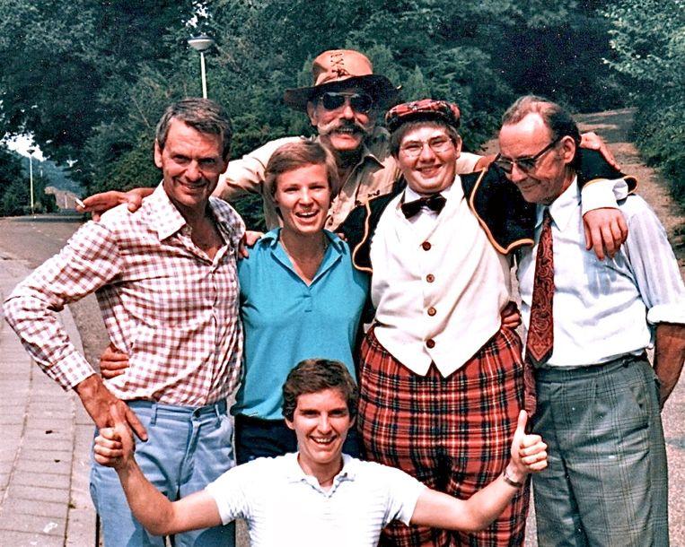 Tijdens de opnamen van een van de drie Billie Turf-films die Henk van der Linden (links) tussen 1977 en 1982 maakte. Beeld
