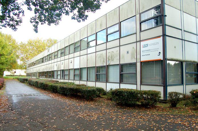 Een inmiddels gesloopt schoolgebouw van ROC Nijmegen in Zwanenveld. Het leeggekomen terrein wordt volgebouwd met woningen.
