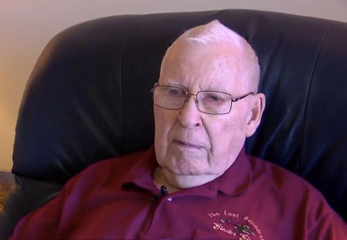 Robert Blocksom - iedereen noemt hem Bob -  is op zijn 87ste op zoek naar een baan als vrachtwagenchauffeur.