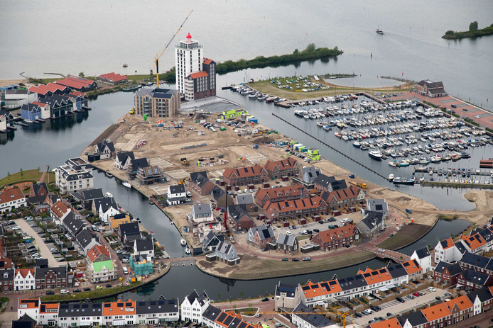 De laatste elf kavels op het Noordereiland gaan in de verkoop. De kavels liggen aan de rand van het water, recht tegenover de jachthaven.