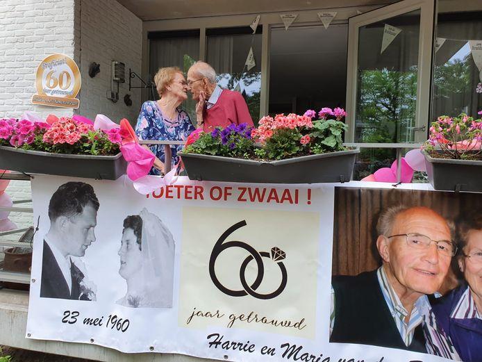 Harrie en Maria van den Boomen-Rovers zijn 60 jaar getrouwd.