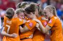 Speelsters van Nederland vieren de 1-1 van Kirsten van de Ven tegen Canada op het WK in 2015.