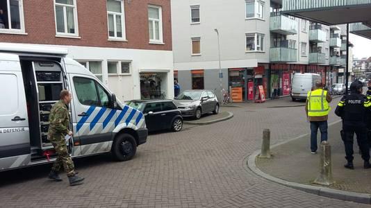 Medewerkers van de EOD zijn aanwezig in Arnhem.