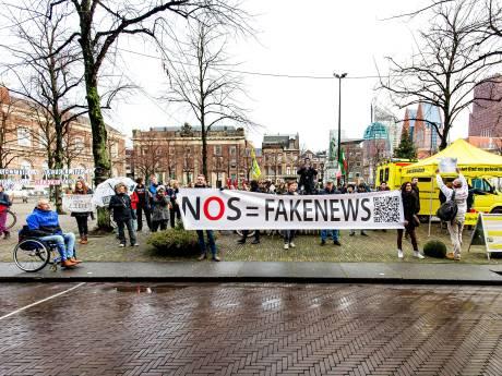 Politie zegt sorry voor 'NOS = fakenews'-spandoek op bureau: 'Heel pijnlijk'