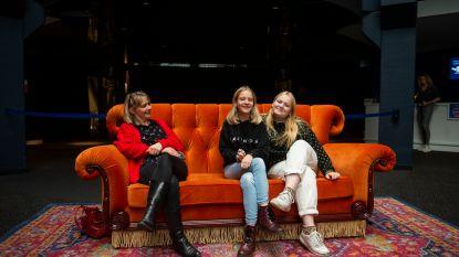 """Wereldberoemde Friends-zetel te gast in Kinepolis: """"zot als je beseft dat die acteurs hierin gezeten hebben"""""""