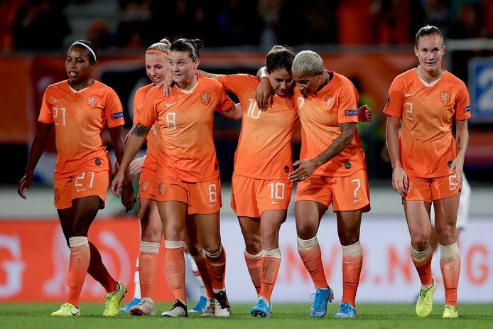 Danielle van de Donk maakte een prachtig doelpunt.