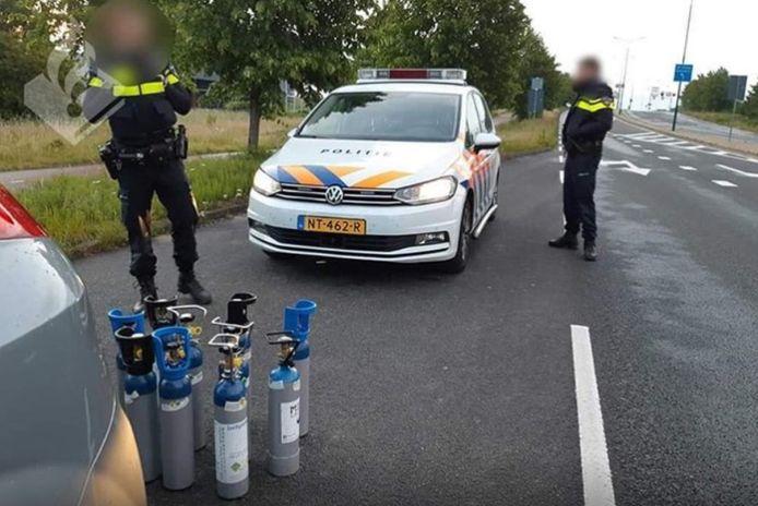 Agenten bij de tanks met lachgas in Veenendaal.