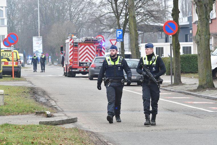 Agenten patrouilleren op de luchthaven. Ook de brandweer en de MUG-dienst kwamen ter plaatse.