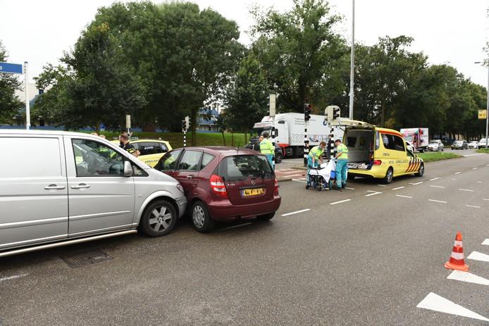 Op de autoboulevard in Utrecht Overvecht is vanmiddag een man gewond geraakt.