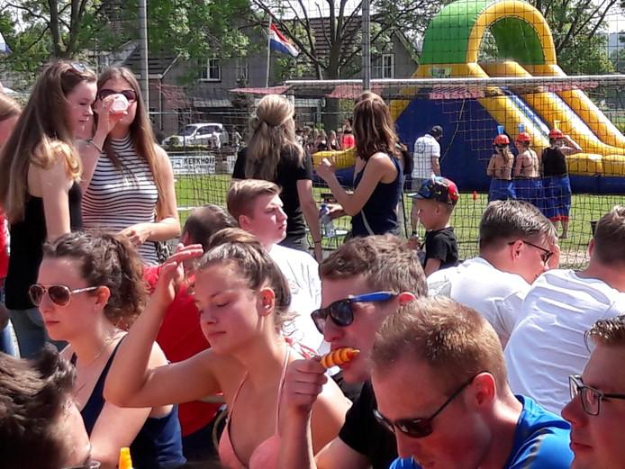 Genieten van het heerlijke weer tijdens de Horster Spektakeldag.