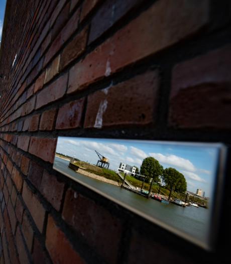 Spiegeltjes aan de wand in Waalhaven