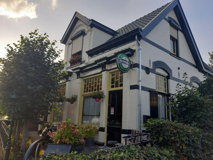 Cafe De Sok in Velp, gesloten op last van burgemeester Carol van Eert.