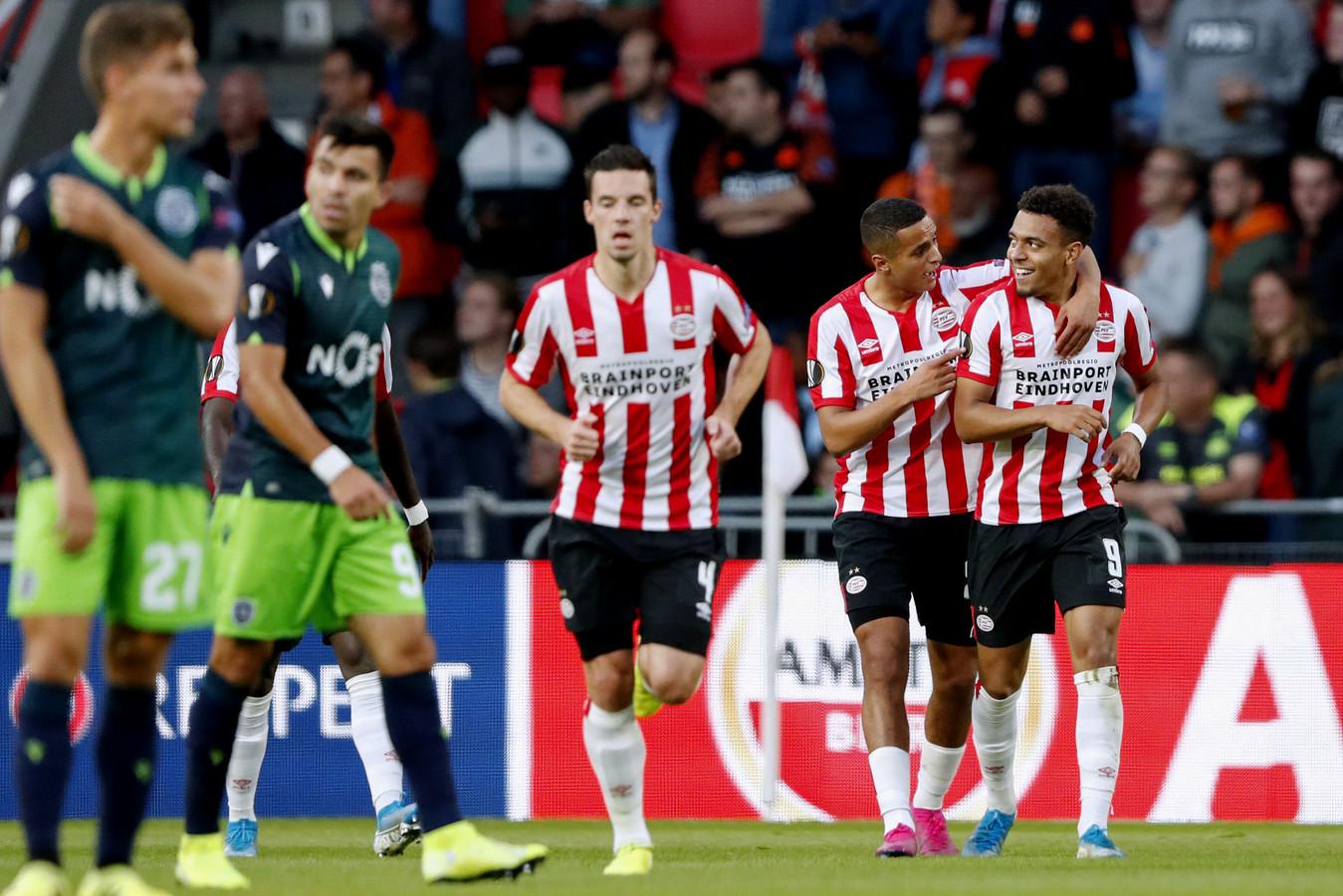 Mohamed Ihattaren en Donyell Malen juichen na een treffer tegen PSV.
