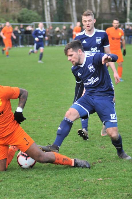 DUNO onverdiend onderuit in Doorwerth onder toeziend oog van Wesley Sneijder