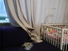 Danjella sloot zich uit angst op met haar baby: 'Wie gooit nu de voorruit in bij een jong gezin?'