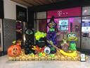 In een winkelcentrum in Zwijndrecht maakte Kim Suurland dit ballonnenkunstwerk.