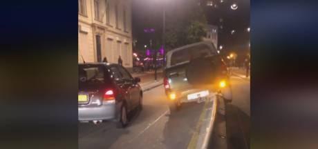 Auto komt op 'middenstuk' terecht in Tilburg na afleidend vuurwerk