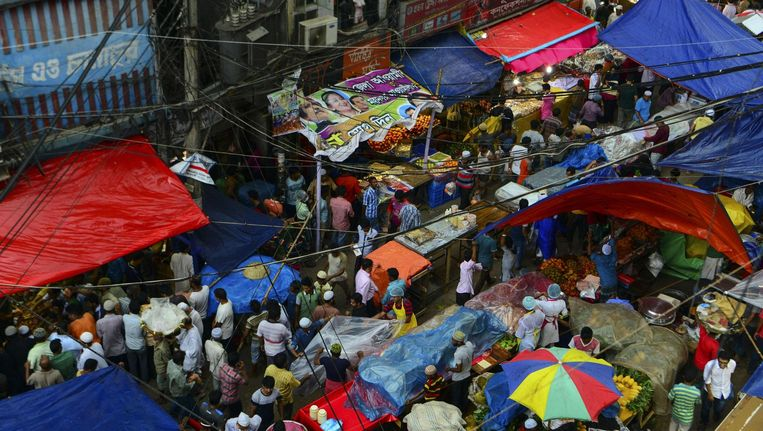 Een straatbeeld in Dhaka Beeld afp