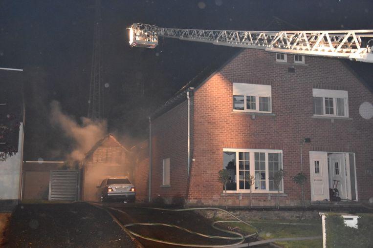 De garage brandde volledig uit, ook binnen in de woning was er aanzienlijke schade.