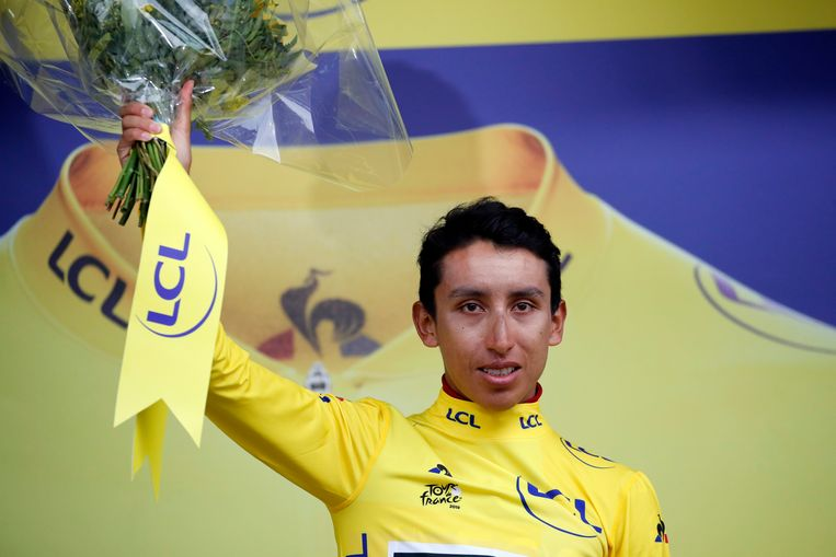 Egan Arley Bernal Gomez in de gele trui.
