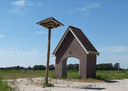 Zwaluwen mogen huizen in de poort van de garage, die eens hoorde bij de boerderij van Ketelaars in het Moergestels Broek, recht tegenover de oude bron van de Rosep