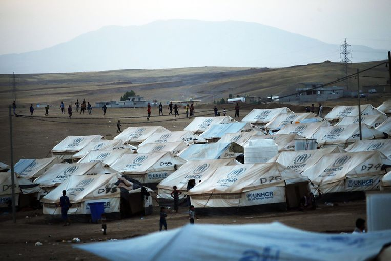 Hierboven en op andere foto's: vluchtelingen in de Iraakse stad Khazair. Beeld getty
