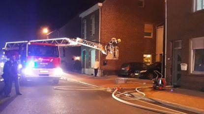 Binnen twee weken zouden verbouwingen klaar zijn: Schoorsteenbrand zet huis ei zo na in lichterlaaie, maar toevallige passant en brandweer kunnen erger vermijden