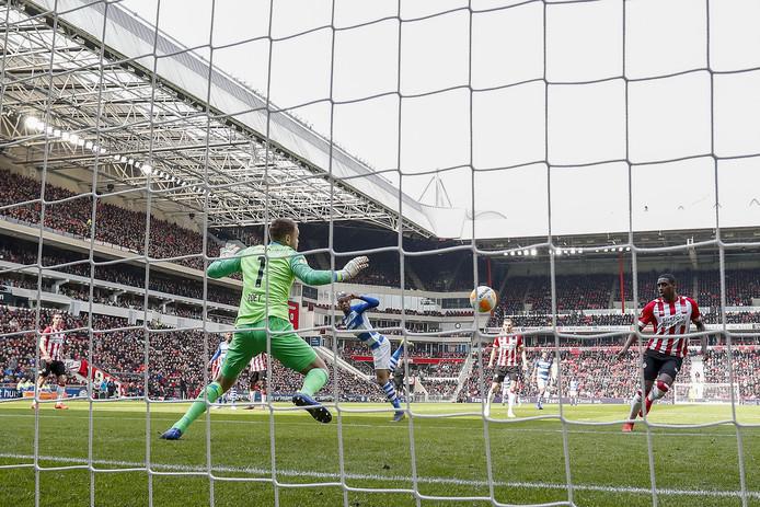 Delano Burgzorg zette De Graafschap nog op voorsprong in Eindhoven.