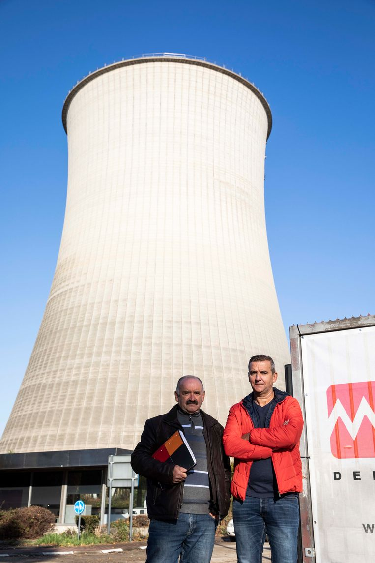 Na sluiting van centrale Langerlo als gevolg van een faling keren Theo Wevers en Frank Gerinckx terug naar hun vroegere werkplek waar de gasturbines terug opgestart worden om tekort aan stroom op te vangen.