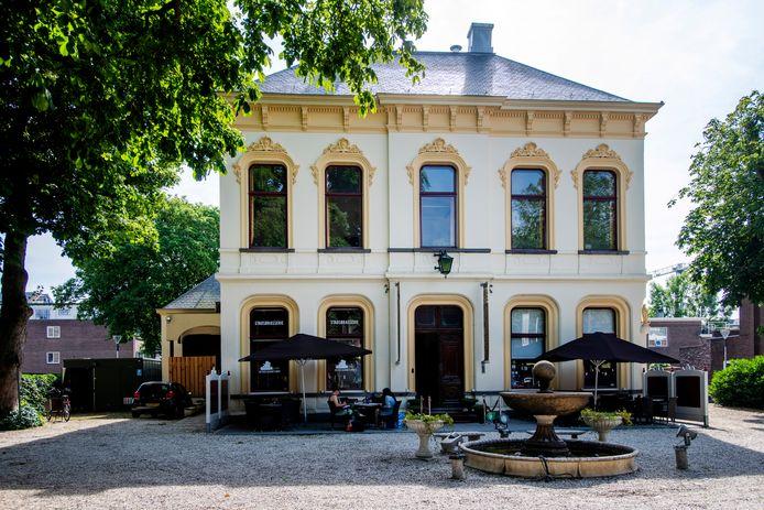 Mooi idee? De villa mag tot eind dit jaar gratis gebruikt worden. Het beste plan 'wint'.