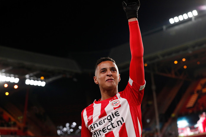 Mohammed Ihattaren, jarenlang ballenjongen bij PSV en nu A-selectiespeler.