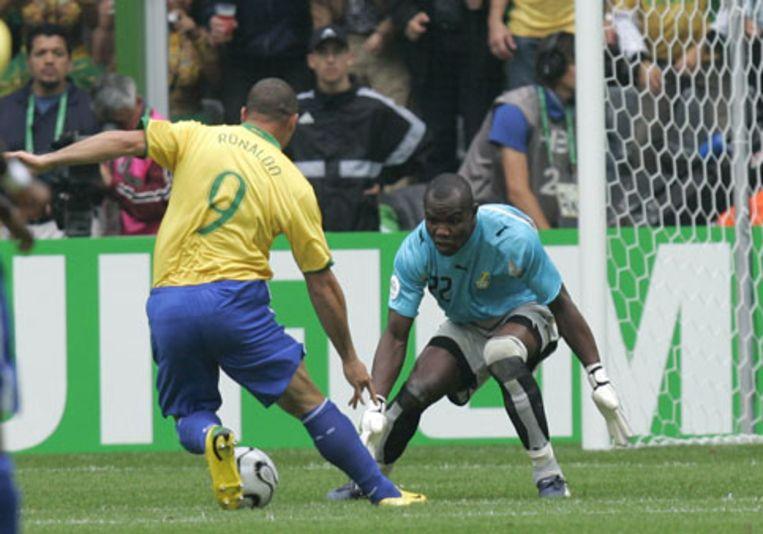 Ronaldo scoort dinsdag tegen Ghana. Het was zijn vijftiende WK-doelpunt. Daardoor is hij nu WK-topscorer aller tijden. (AP) Beeld null