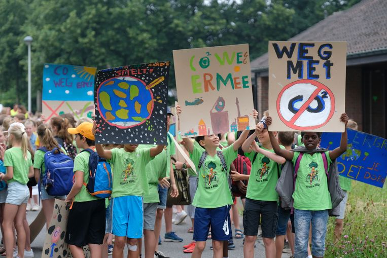 De leerlingen in Zoersel hielden een mars van de school naar het administratief centrum.