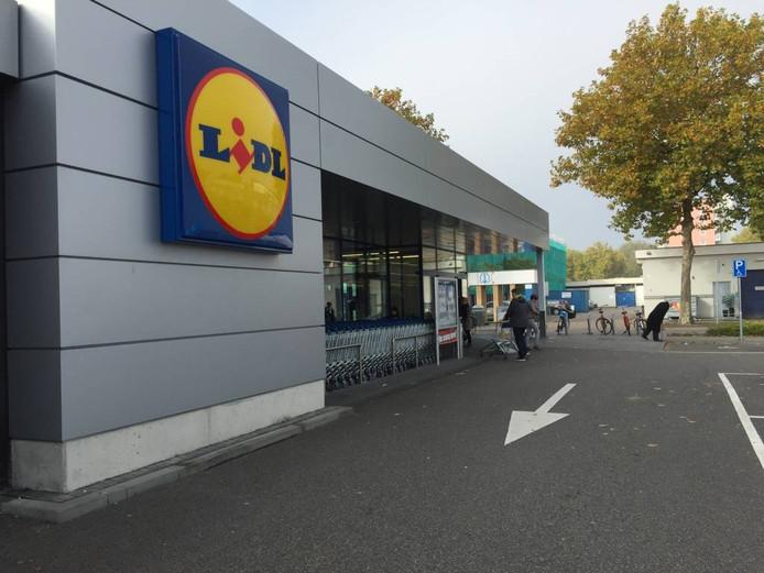 De Lidl in Winkelcentrum Zuiderhout werd begin november 2013 geopend. Nu, drie jaar later, heeft de supermarkt al behoefte aan uitbreiding.
