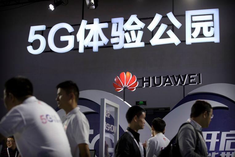 Het Chinese bedrijf Huawei bouwt mee aan 5G, de nieuwe generatie mobiele netwerken die in Nederland vanaf 2020 in gebruik worden genomen. Beeld AP
